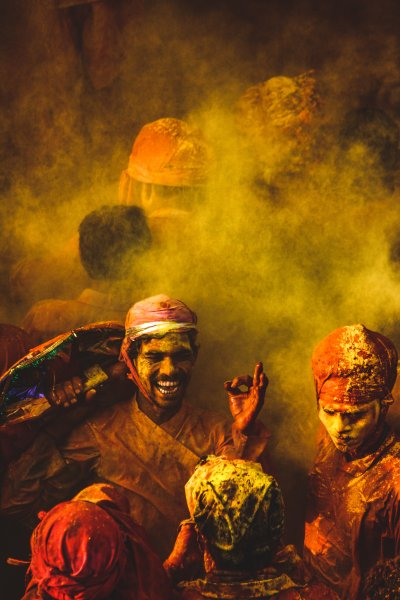 people_covered_in_colored_powder_3367459